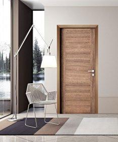 Durų stakta HELOST  PVC, reguliuojama, tamsaus ąžuolo spalvos, 75-110, su apvadais.