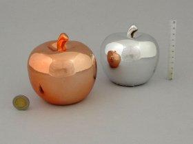 Dekoracija-figūrėlė obuolio formos, keramikinė, blizgių metalo spalvų, skersmuo 10 cm.
