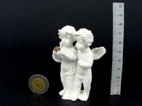 Figurėlė-dekoracija du angeliukai, baltos sp., aukštis 8 cm.