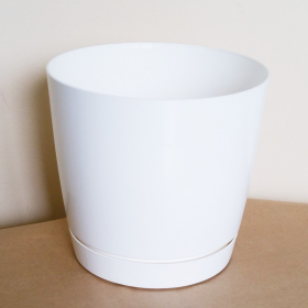 Plastikinis kambarinis vazonas, COUBI su padėklu, baltos sp., vazono skersmuo 13,5 cm.