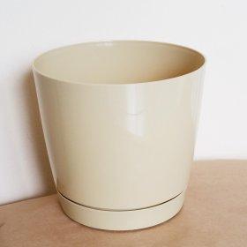 Plastikinis kambarinis vazonas, COUBI su padėklu, kakavinės sp., vazono skersmuo 13,5 cm.