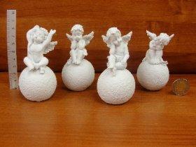Figūrėlė-dekoracija angelas ant burbulo 4 vnt., baltos sp., 4,5 x 8 x 4 cm.