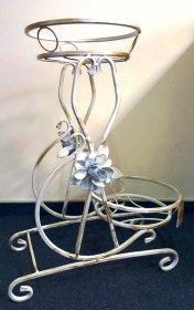 Metalinis stovas gėlėms 40-1181B (2-jų vietų), baltos su auksu sp., 630 X 540 mm.