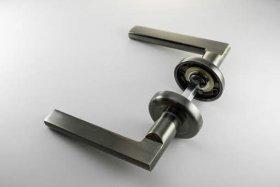 Rankena MP, MRO-32-20, skandinaviškas standartas, spalva auksas/bronza, tinka su MUZ-20 durų apyraktėmis