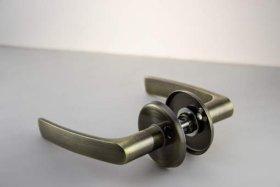 Durų rankena MP, MRO-1606, sendinto žalvario spalvos
