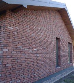 Fasadinės plytelės  HANDMADE 205 x 63 x 17 mm, raudonos spalvos, Lietuva. Išeiga vnt./m2 prie 12 mm siūlės 65 vnt.